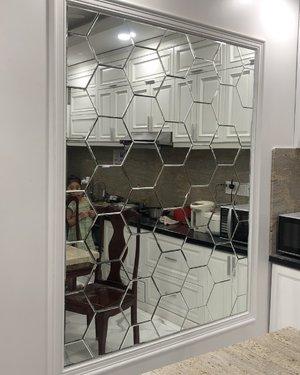 Gương Bỉ ghép tường phòng khách