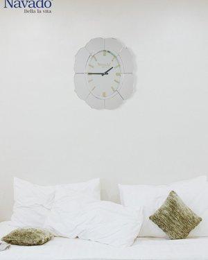 Đồng hồ treo tường Lotus